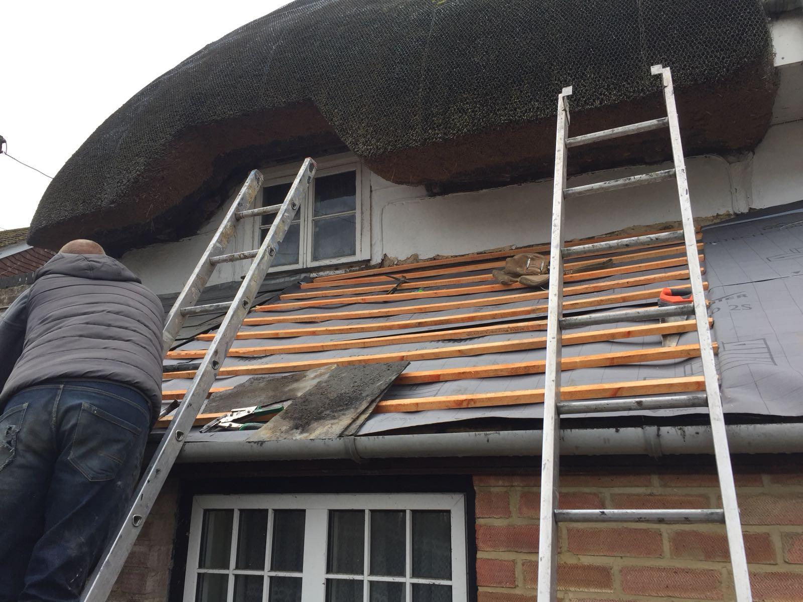 roofer at work abingdon
